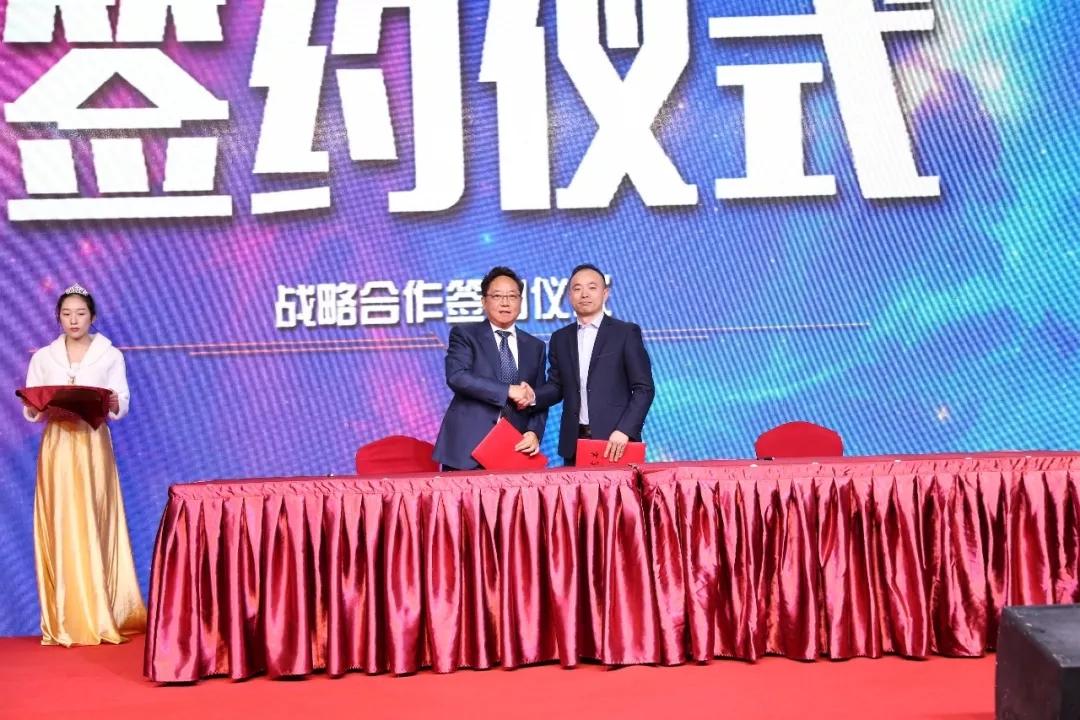 联邦尚品道总经理杨彦光与克力宝中国区总裁杜博士签订战略协议